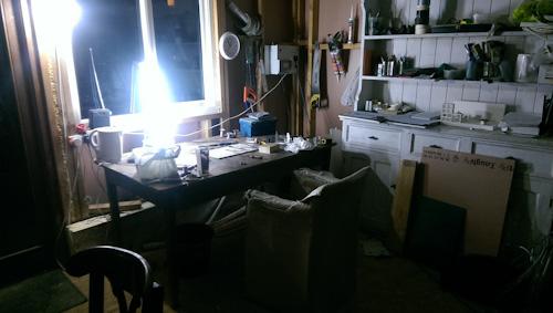 I haven't yet finished making my studio, so I have 2 make shift plug in lights.